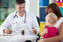 Pediatrist prescribe medicine Stock Photos