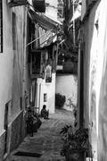 Typical old mediterranean alley between old houses  black and white Stock Photos
