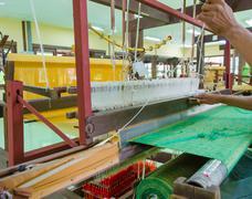 Weaving loom and shuttle on the warp Kuvituskuvat