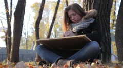 The girl draws in autumn Park Stock Footage