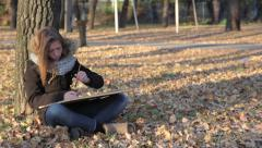 The girl draws in autumn Park (3) Stock Footage