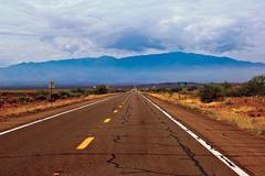 USA, Arizona, Graham County, Safford, Road through desert Kuvituskuvat