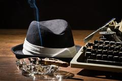 Old manual typewriter cigar and hat Kuvituskuvat