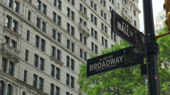 0549 Wall Street and Broadway cross road in New York City Arkistovideo