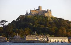 St. michaels mount, cut off from marazion at high tide, cornwall, england, un Stock Photos