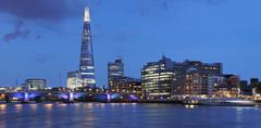 View over river thames at southwark with the shard skyscraper, architect renz Stock Photos