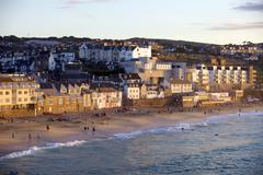 Overlooking porthmeor beach in st. ives at sunset, cornwall, england, united  Stock Photos