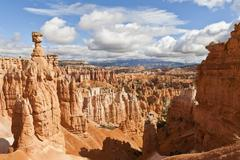 Thor's hammer from the navajo loop trail on a partially cloudy day, bryce can Stock Photos