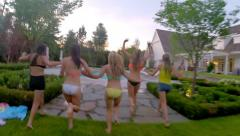 Group Of Girls, Hold Hands, Run And Jump Into Pool (Camera Goes Underwater) Arkistovideo