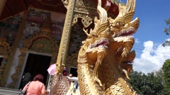 Dragons outside budhist temple Stock Footage