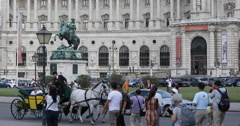 UHD 4K Vienna Heroes Square People Walking Visit Horse Carriage Fiacre Passing Stock Footage
