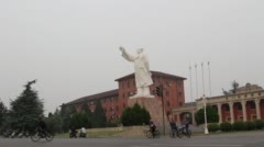 Statue of Maozedong on a city square Stock Footage