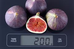 Figs on kitchen scale Stock Photos
