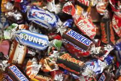 Snickers, mars, twix, milky way, galaxy, bounty and maltesers teasers candy h Stock Photos