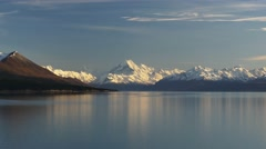 Mt cook and calm lake pukaki Stock Footage
