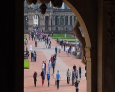 Timelapse tourist people in attraction site seeing architecture, click for HD Stock Footage