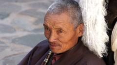 Tibetan pilgrim chanting mantras Stock Footage