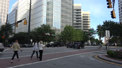 Traffic and pedestrians on peachtree street, atlanta, usa Stock Footage