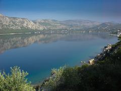 Mountains reflected on lake Stock Photos