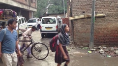 Delhi rickshaw school bus Stock Footage