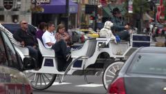 Tourists ride horse drawn carriage, broadway, nashville, tn, usa Stock Footage