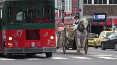 Hop on hop off tour bus, broadway, nashville bars, tn, usa Stock Footage