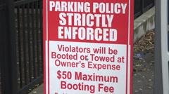 Warning parking sign, nashville, tn, usa Stock Footage