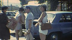 USA 1982: people loading bags in the car in the supermarket parking Stock Footage