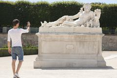 Man taking a picture of a sculpture in a garden, Jardin des Tuileries, Paris, Kuvituskuvat