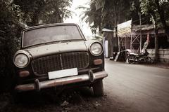 Dirty abandoned old -fashioned car Kuvituskuvat
