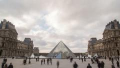 Time-lapse of the Louvre Museum and the pyramide in Paris. Stock Footage