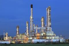 Beautiful twilight time in evening of oil refinery plant in heavy petrochemic Kuvituskuvat