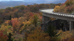 Linn cove viaduct, blue ridge parkway overlook in the fall, nc Stock Footage