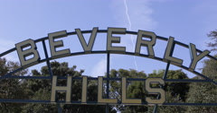 Beverly Hills Gardens Park Sign Iconic Tourists Sightseeing Landmark Los Angeles Stock Footage
