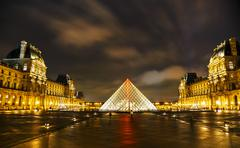 The louvre pyramid in paris at night Stock Photos