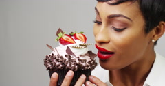 Black woman taking a huge bite out of a fancy dessert Stock Footage