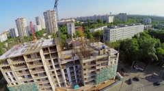 Building site of dwelling complex on city square with traffic Stock Footage