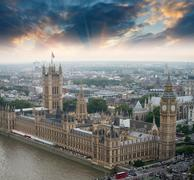 London, UK. Houses of Parliament and Big Ben, beautiful aerial v Kuvituskuvat