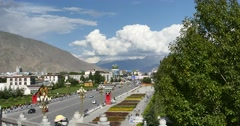 4k Lhasa traffic,Tibet.white puffy cloud mass in the blue sky. Stock Footage