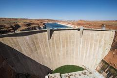 Glen Canyon Dam on the Colorado River in northern Arizona with Lake Powell in Stock Photos