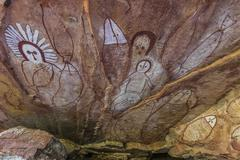 Aboriginal Wandjina cave artwork in sandstone caves at Raft Point, Kimberley, Stock Photos