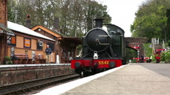 5542 steam train pulling alongside Bishops Lydeard station platform Stock Footage