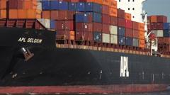 Apl belgium container ship steams up the savannah river, ga, usa Stock Footage