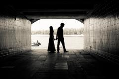 Silhouette of a couple on bright background in a tunnel Stock Photos