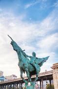 Statue at bir-hakeim bridge in paris Stock Photos