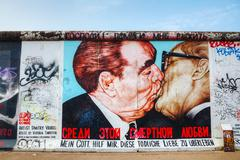 The berlin wall (berliner mauer) with grafitti Stock Photos