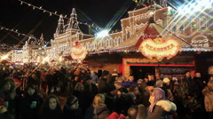 The crowd of onlookers at the Christmas Fair. Stock Footage
