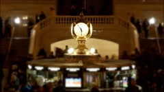Watch clock in the middle of grand central station. time lapse of commuters Stock Footage