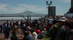 4K Timelapse of Large Crowd by Mississippi River in New Orleans Arkistovideo
