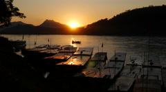 Time lapse Sunset at the Mekong river in Luang Prabang, Laos Stock Footage